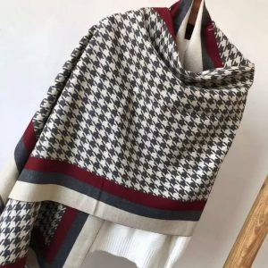 Houndstooth cream scarf