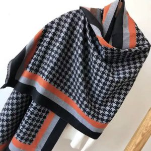 Houndstooth grey scarf
